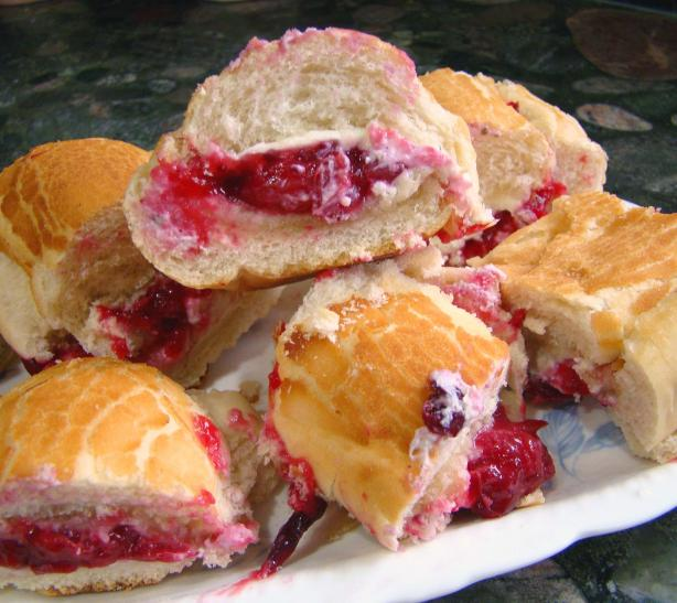 Baked-Brie-Cranberry-Bun-Appetizers