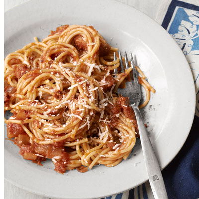 Spaghetti-with-Red-Onion-and-Bacon