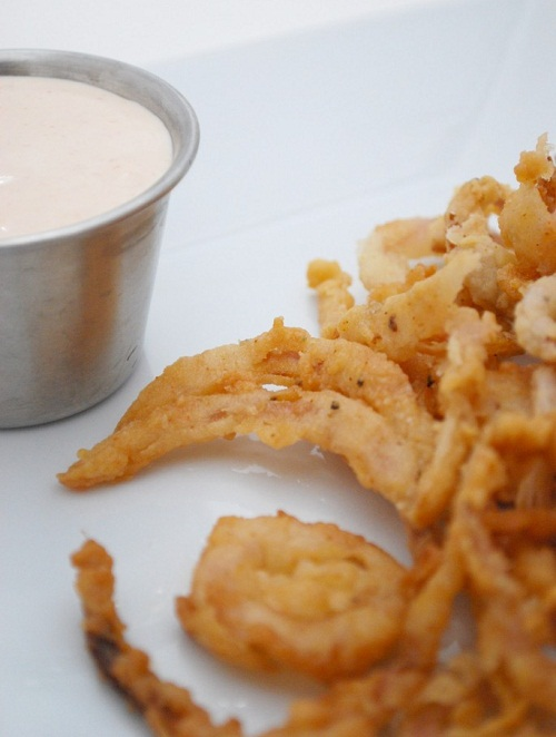 Onion-Strings-with-Dipping-Sauce