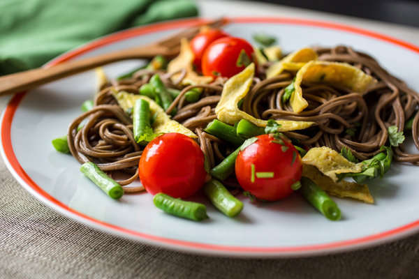 Stir-Fried-Soba-Noodles-With-Long-Beans-Eggs-and-Cherry-Tomatoes
