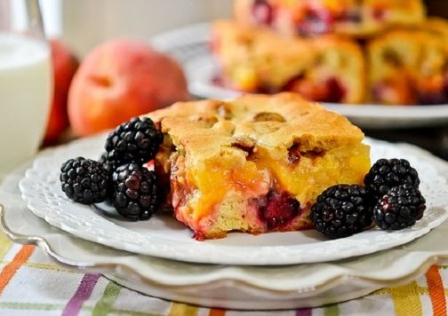Blackberry-peach-cobbler-bars-recipe